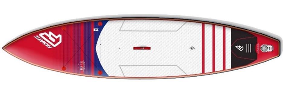 Aufblasbares Surfbrett beim Kitesurfing